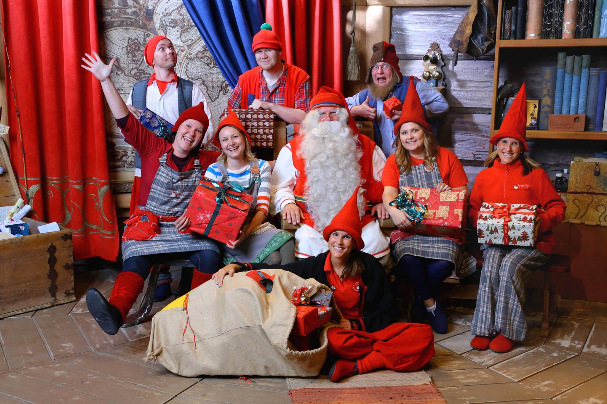 Santa y sus elfos