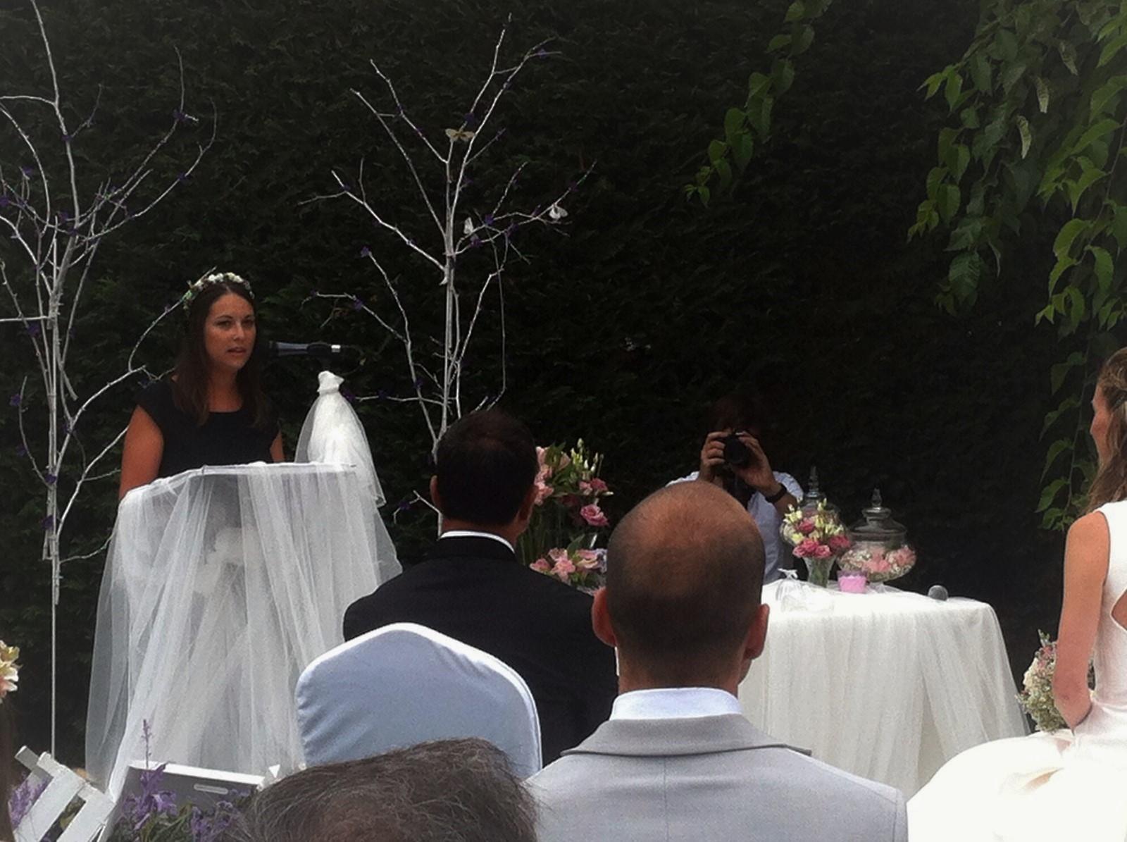 Ale oficiante de ceremonias