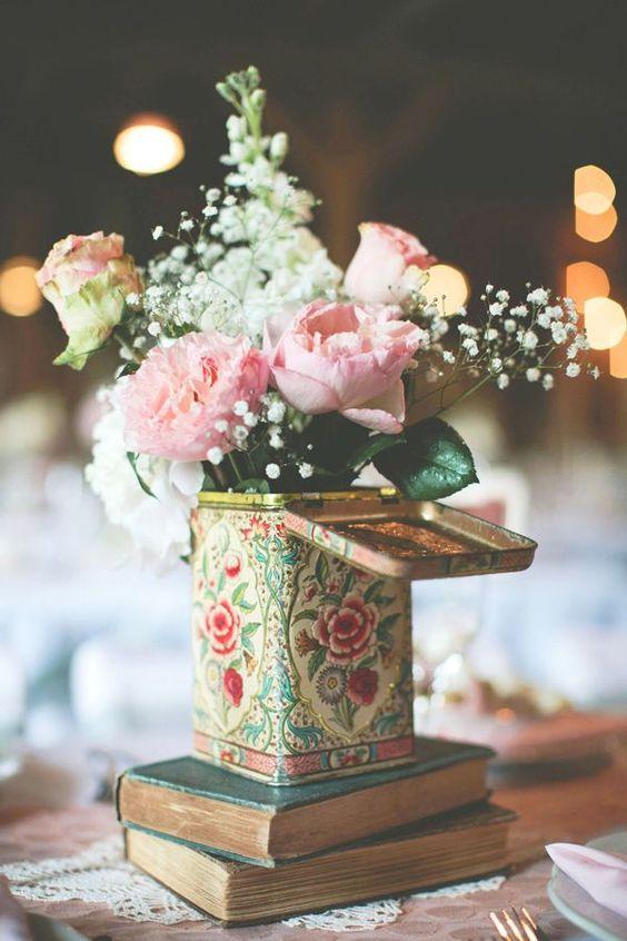 Centros de mesa flores y libros
